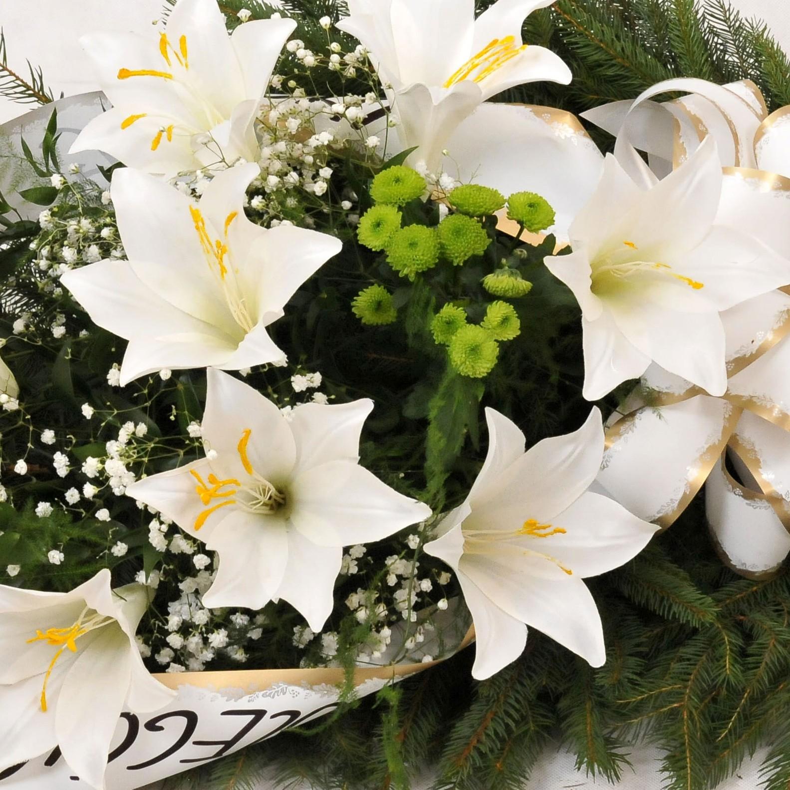 Wiązanka pogrzebowa ze sztucznych lilii