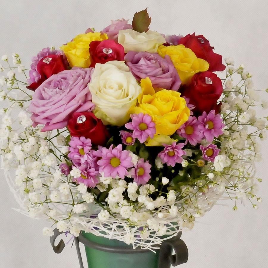 Kolorowy bukiet krótkich róż