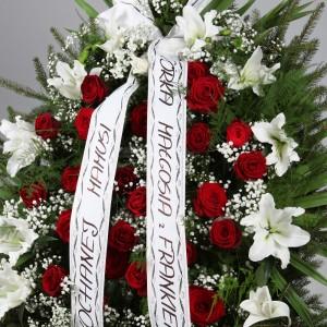 Wieniec pogrzebowy z róż i lilii